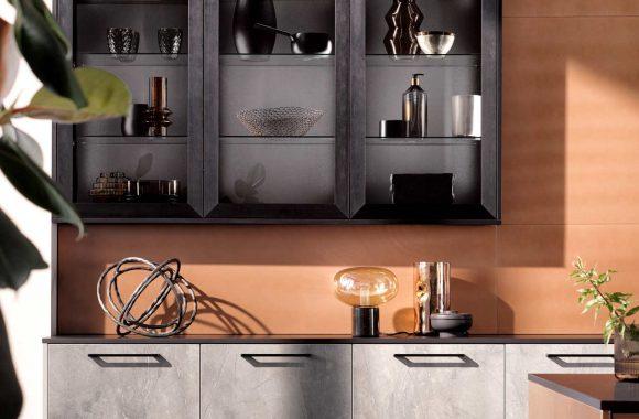 Häcker Design Küche mit Kupfer und Marmor Fronten