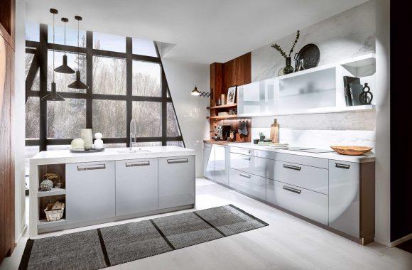 Häcker Klassik Küche in Perlgrau mit Räuchereiche