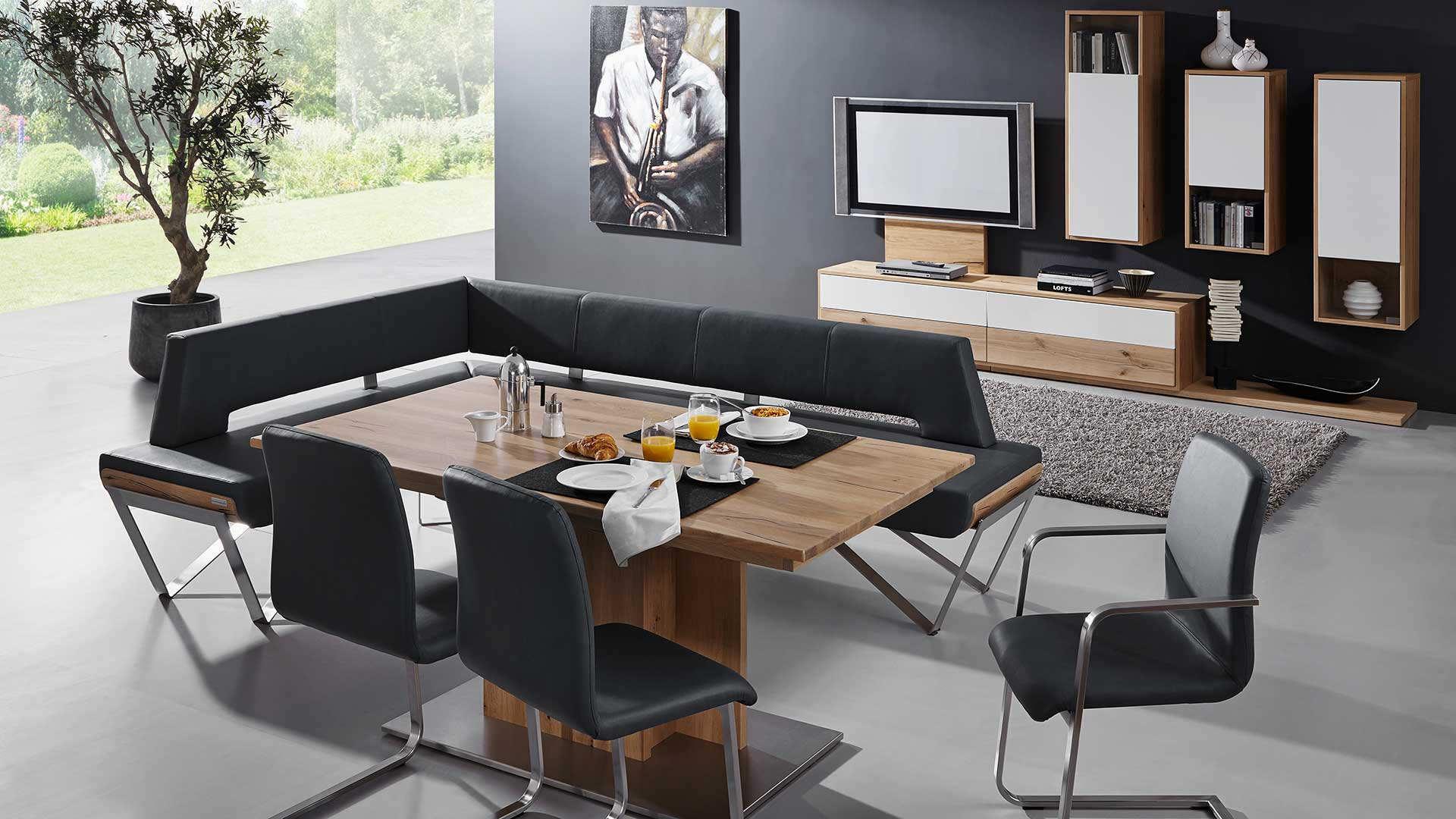 Tische und Stühle von Forcher und Schösswender in der Küchenwelt Preissegger